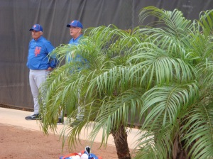 Terry Collins and Dan Warthen watch Johan Santana throw.