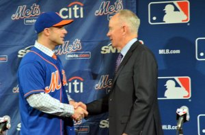 David Wright and Sandy Alderson shake hands  Ben Platt/MLB.com